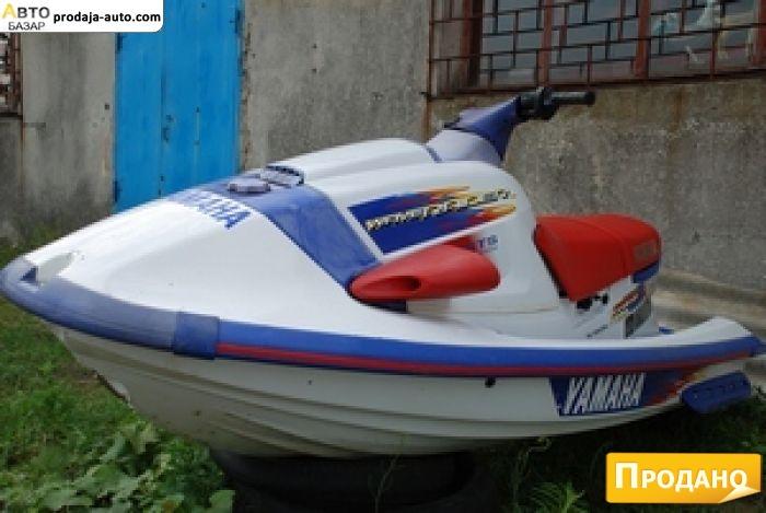лодка с водным мотоциклом
